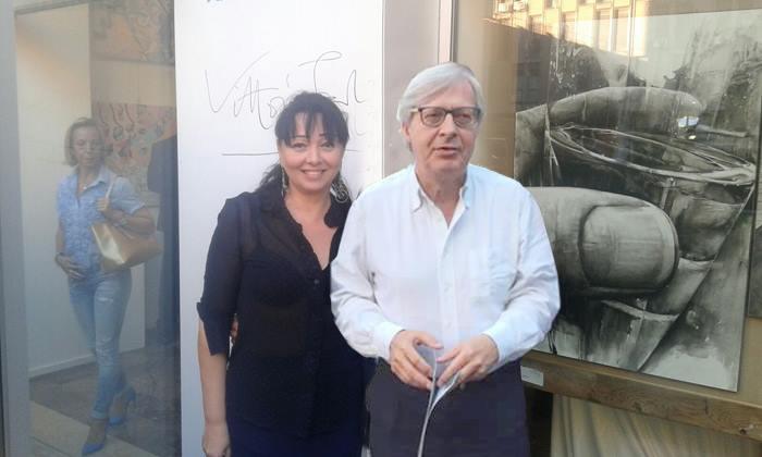 Alessandra Anca Palel,curatrice d'arte con il Professor Vittorio Sgarbi presso la Mediolanum Art Gallery di Padova 2017