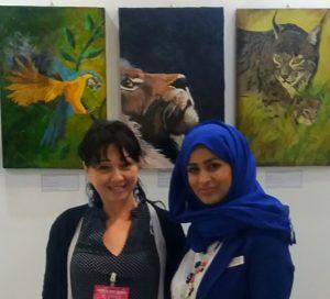 Alessandra Anca Palel curatrice d'arte con l'organizzatrice della fiera internazionale d'arte Art World Trade Center Dubai, 2019